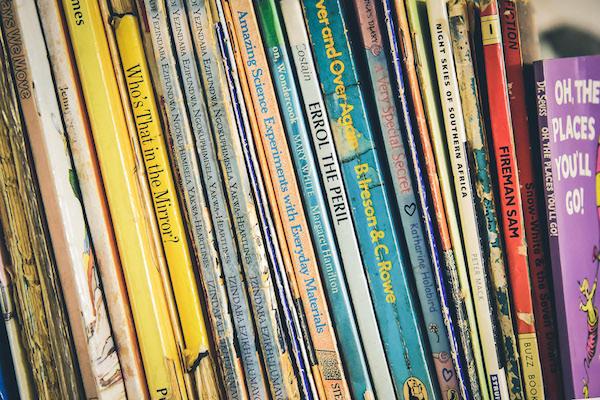 bookshelf-with-books