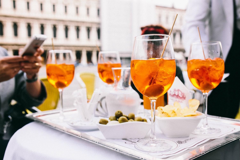 aperol-spritz-cocktails