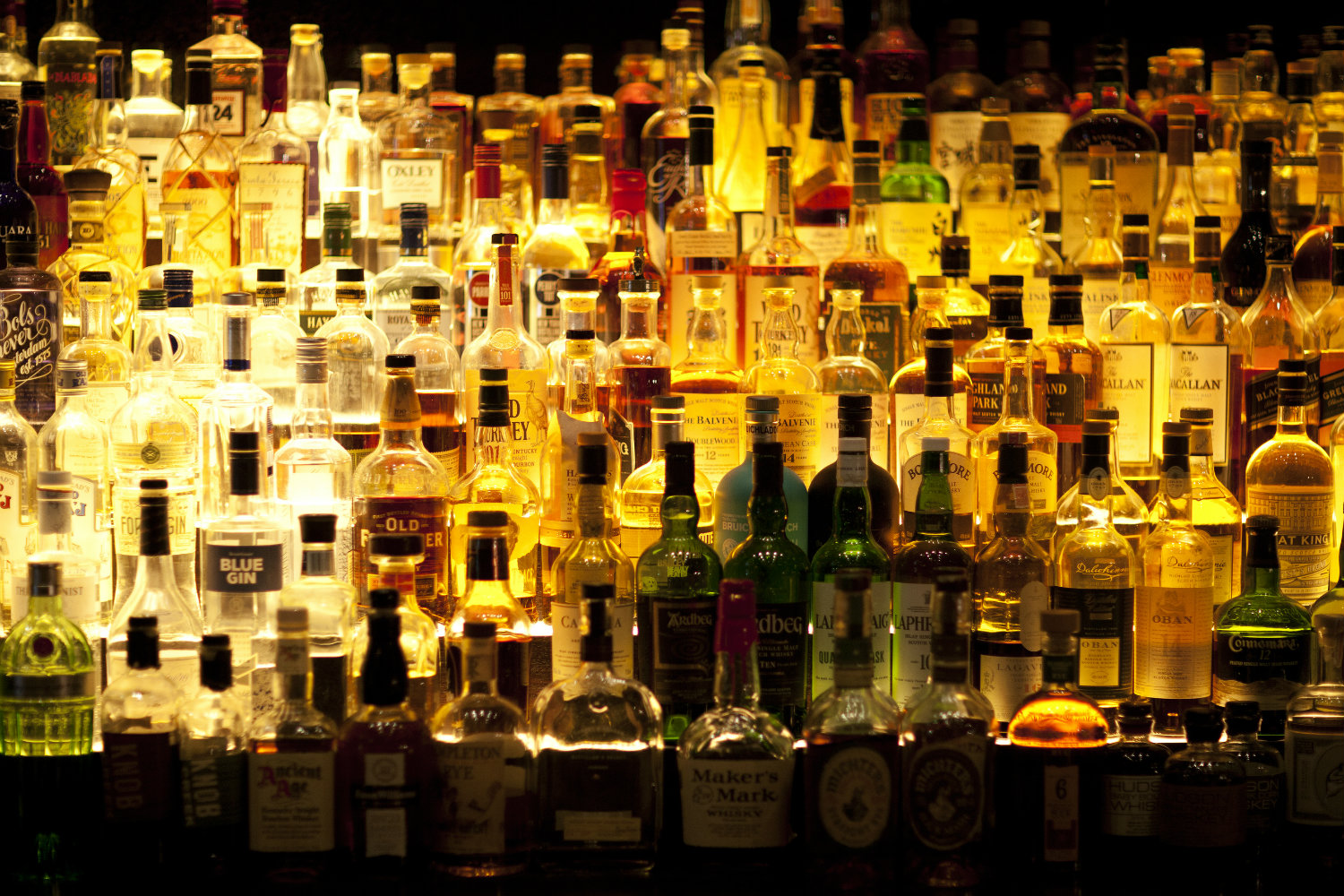bar-liquor-bottles
