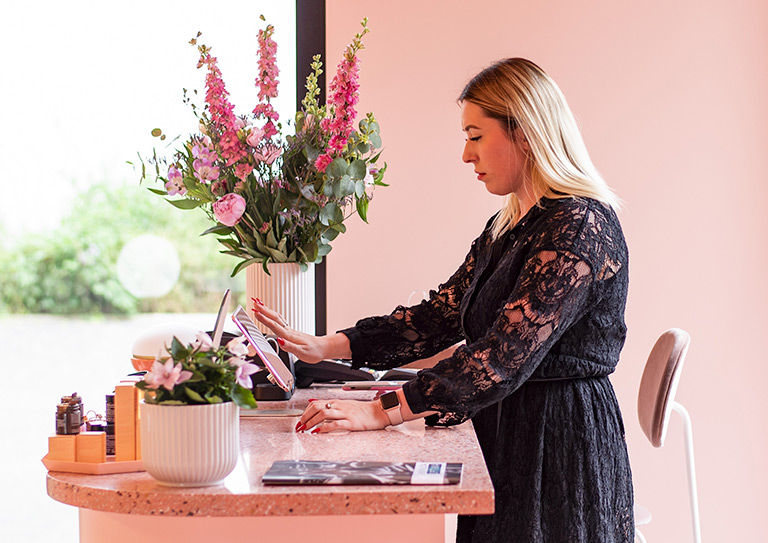 Intuitive iPad POS</br>software for retail</br>stores and restaurants